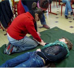 Как помочь человеку потерявшему сознание. Как оказать помощь человеку, потерявшему сознание? Виды потери сознания