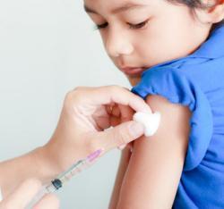 Стоит ли делать детям прививки до года или нет Решать маме