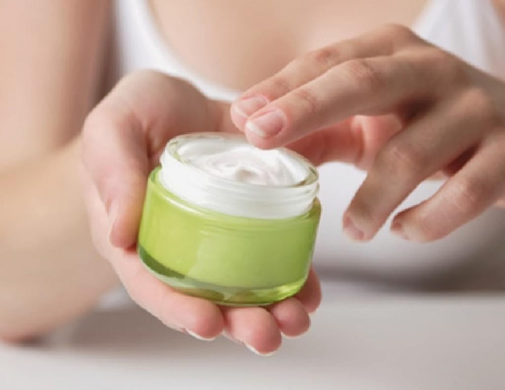 Крема от морщин на лице, для кожи вокруг глаз, шеи и зоны декольте. Обзор наиболее эффективных кремов от морщин (состав, эффекты, отзывы). Как сделать крем против морщин в домашних условиях?